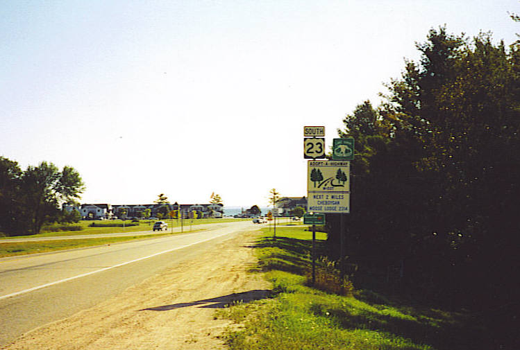 Beginning of US-23, looking south at Mackinaw City