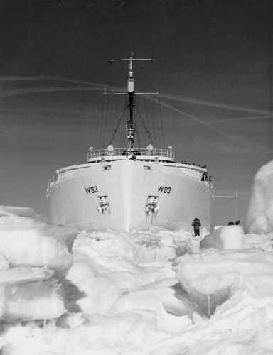 Coast Guard Cutter 'Mackinaw' in the ice