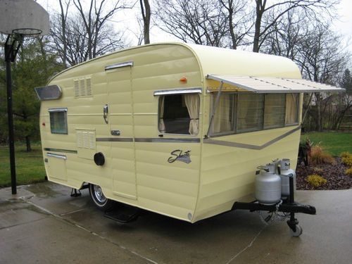 "1962 Shasta Airflyte ""canned ham"" style trailer"