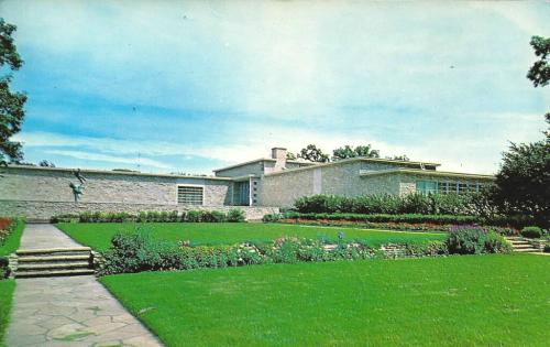 Des Moines Art Center, Des Moines, Iowa postcard